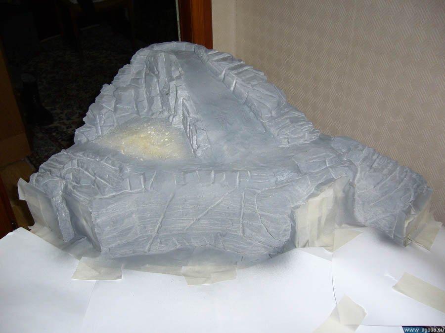 Гора из монтажной пены